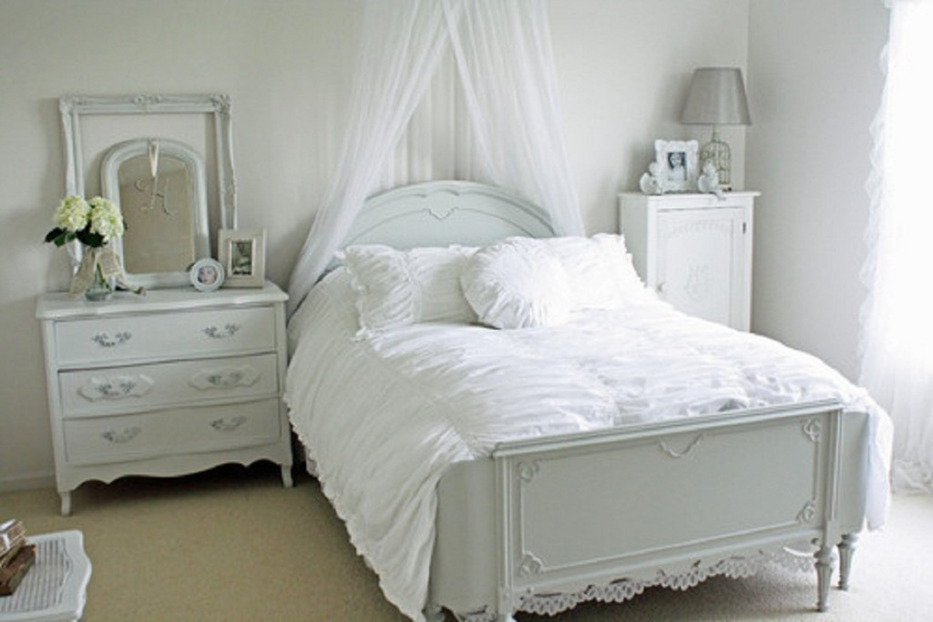 White Bedroom Furniture is better for small space